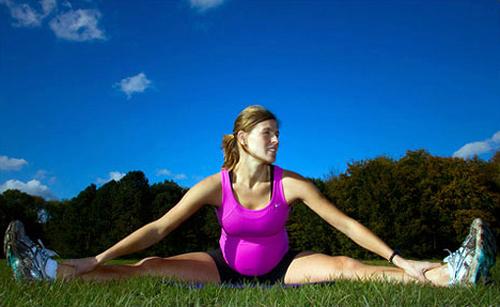 Занимаясь фитнесом во время беременности, ты гораздо быстрее обретешь отличную форму после родов