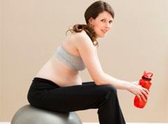Комплекс упражнений для беременных с фитболом, гантелями и другими снарядами