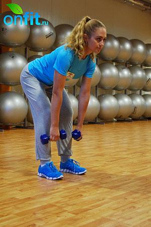 Комплекс упражнений для похудения – тяга гантелей