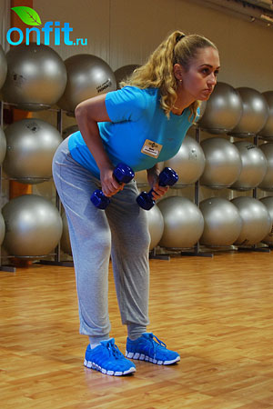 Комплекс упражнений для похудения – тяга гантелей в наклоне