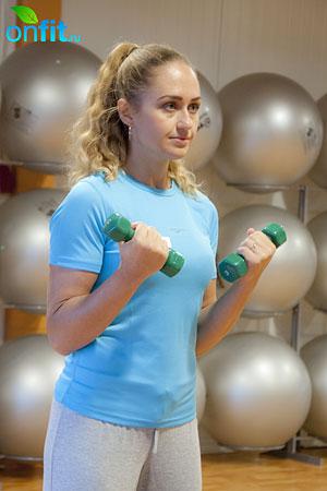 Комплекс упражнений для похудения – упражнение на бицепс