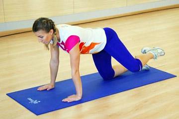 Гимнастика для ног: отведение ноги в сторону в положении квадрат
