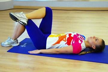 Гимнастика для ног: подъем таза из положения лежа