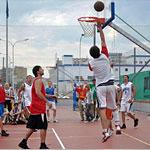 Приходи посмотреть на очень зрелищное городское мероприятие Москомспорта - соревнования по уличному баскетболу!