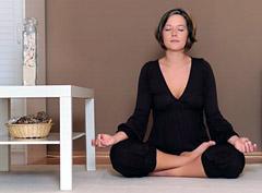 Йога для женщин поможет снять болезненные ощущения и облегчит состояние