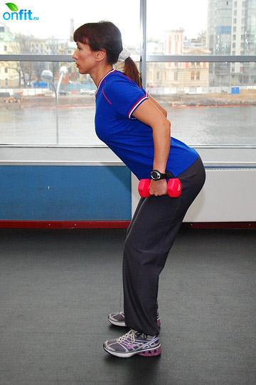 Упражнения с гантелями: тяга гантелей в наклоне