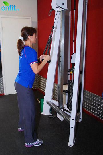 Как накачать мышцы рук: тяга каната