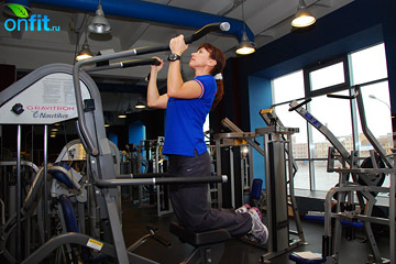 Как накачать мышцы рук: подтягивания на тренажере Гравитрон