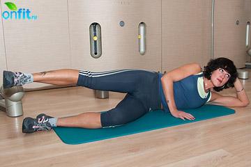 Комплекс упражнений для бедер: отведение бедра в положении лежа на боку
