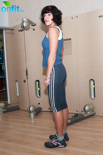 Комплекс упражнений для бедер: приседания, положение ног - стопы на ширине плеч