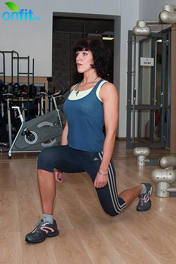 Комплекс упражнений для бедер: приседания в выпаде