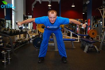 Упражнения на плечи: подъем гантелей в стороны в наклоне вперед