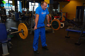 Упражнения на плечи: шраги со штангой