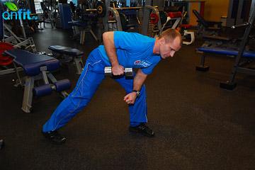 Упражнения на трицепс: разгибание одной руки назад с гантелью в наклоне