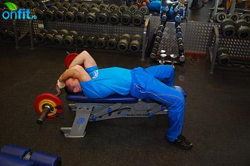 Упражнения на трицепс: разгибания рук со штангой лежа
