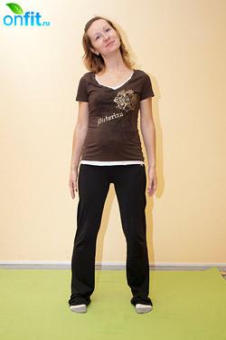 Выполнение упражнения для беременных в 1-м триместре «Наклоны головы»