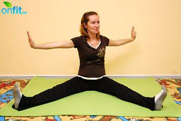 Выполнение упражнения для беременных в 1 триместре «Пила»