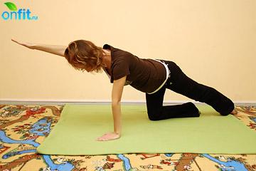 Исходное положение упражнения для беременных в 1-м триместре «Плавание»