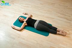 Пилатес. Упражнение на вытяжение спины для начинающих