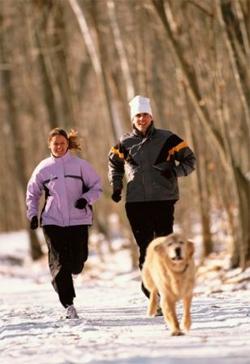 для бега зимой лучше выбирать легкую, но теплую и непромокаемую одежду