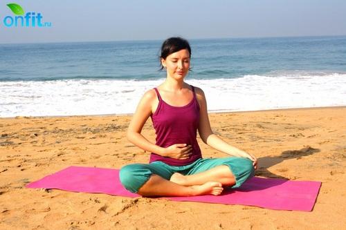 Йога для плоского живота - дыхание капалабхати.