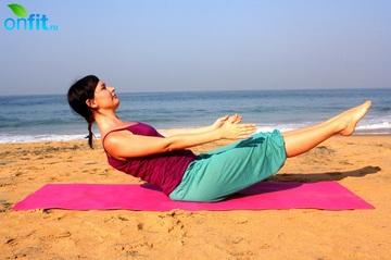 Йога для плоского живота – полулодка.