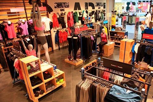 Reebok объединил спортивный магазин с тренажерным залом