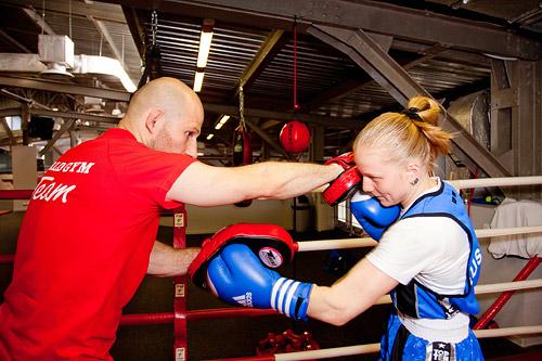 Занятия Impact-боксом помогают не только поддерживать себя в форме благодаря аэробной нагрузке, но еще и увлекательно проводить время с интересными людьми.