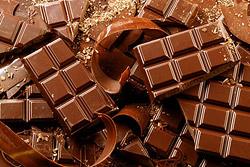 Шоколад. Вкуснейшее, но калорийное лакомство, как ни странно, диетологи также внесли в список полезных перекусов.