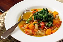 Согласно исследованиям диетологов, потребление овощных супов снижает желание съесть что-нибудь калорийное на 30%.