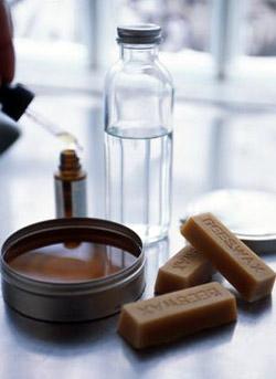 Скипидар является натуральным продуктом, эфирным маслом и отлично растворяется в воде.