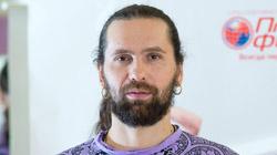 Преподаватель Московского центра йоги Айенгара, инструктор сети клубов «Планета Фитнес» Виталий Литвинов