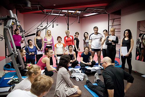 Поскольку обучение ведется на столь высоком уровне, существует и ряд требований для профессионалов, желающих пройти курс от Polestar Pilates.
