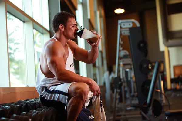 Современные магазины и фитнес-центры готовы предложить вам широкий выбор спортивных напитков.