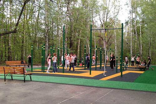 В Парке Горького работает современная фитнес-площадка