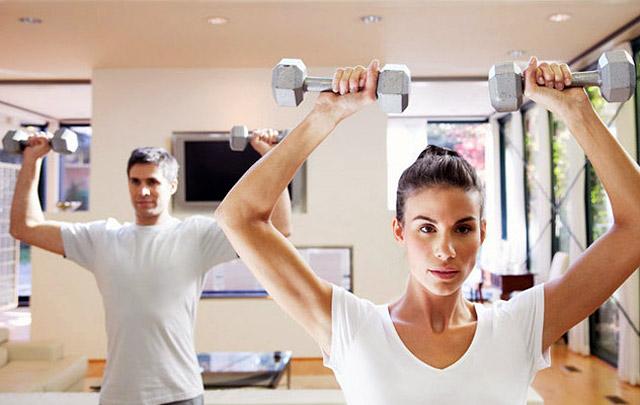 ВЦИОМ: россияне выбирают домашний фитнес