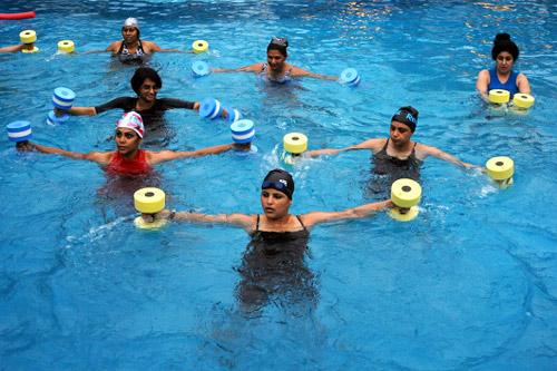 Занятия в бассейне: аквааэробика