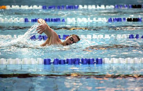 Занятия в бассейне: плавание