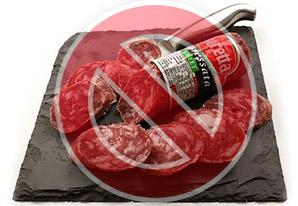 Исключаем из рациона колбасные изделия.