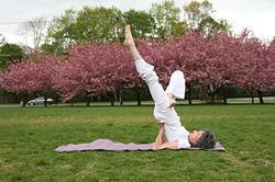 93-летняя Тао Порчон-Линч — старейший учитель йоги в мире
