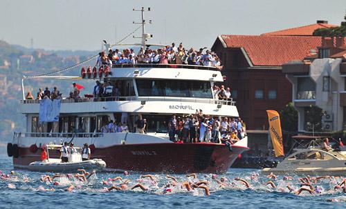 14-15 июля в Стамбуле состоится 26-й межконтинентальный заплыв через Босфор «Азия-Европа-2012».