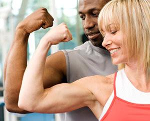 Кому подходит силовая аэробика? Тем, кто стремится похудеть и «сделать» красивый рельеф тела.