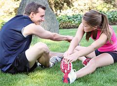 спортивные занятия для двоих помогут не только укрепить мышцы, но и взаимоотношения.