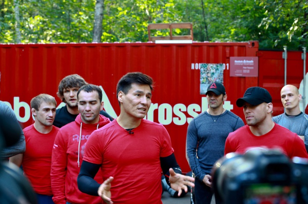 Тренировка CrossFit вместе с Бату Хасиковым