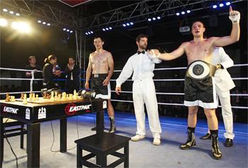 Официальные бои по шахбоксу проводятся с 1993 г.