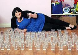 Ученые удивлены: британка выпивает 21 литр воды в день