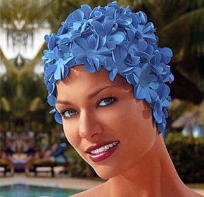 В бассейне необходимо пользоваться плавательной шапочкой.