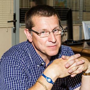 Гарри Тэйлор, менеджер по международному маркетингу и продажам в компании «Парамаунт Фитнес Корпорэйшн», г. Лос-Анджелес, США, отвечает за дистрибьюцию сети в 25 странах мира. Проживает в Великобритании.