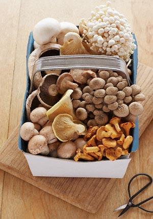 Грибы — это полезный белок (особенно много белка в белых грибах). По количеству белка они не уступаю говядине, а еще содержат 18 из 20 необходимых организму  аминокислот.