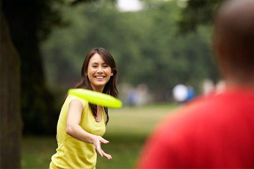 Общение с друзьями может заменить посещение фитнес-клуба. Мнение ученых